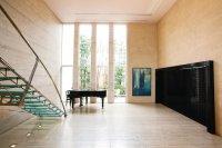 トラバーチンに囲まれた邸宅は伊・ストーン賞受賞。グランドピアノの貸し出しもできる